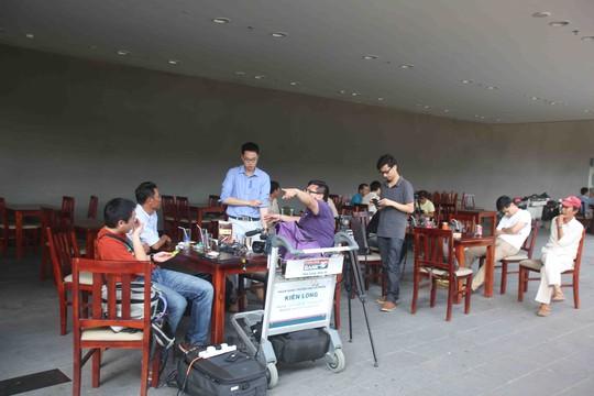 Các phóng viên đến từ Trung Quốc tác nghiệp ngay khi đặt chân đến sân bay Phú Quốc