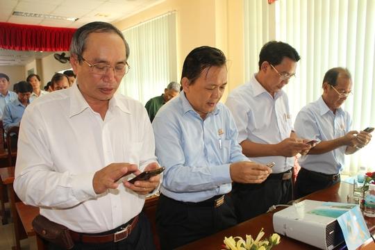 Lãnh đạo LĐLĐ tỉnh Khánh Hòa và Công ty Yến Sào Khánh Hòa nhắn tin ủng hộ chương trình Nghĩa tình Hoàng Sa, Trường Sa