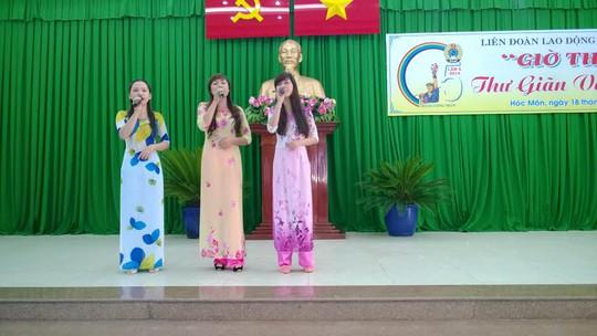 Một tiết mục văn nghệ hưởng ứng Chương trình Giờ thứ 9 tại Ngày hội Công nhân huyện Hóc Môn, TP HCM ẢNH: CAO HƯỜNG
