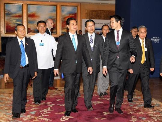 Thủ tướng đến dự Hội nghị Diễn đàn Kinh tế Thế giới Đông Á sáng nay 22-5