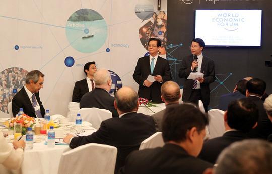 Thủ tướng Nguyễn Tấn Dũng và Giáo sư Klaus Schwab - Chủ tịch WEF tại WEF Davos tại phiên khai mạc Hội nghị Diễn đàn Kinh tế Thế giới Đông Á