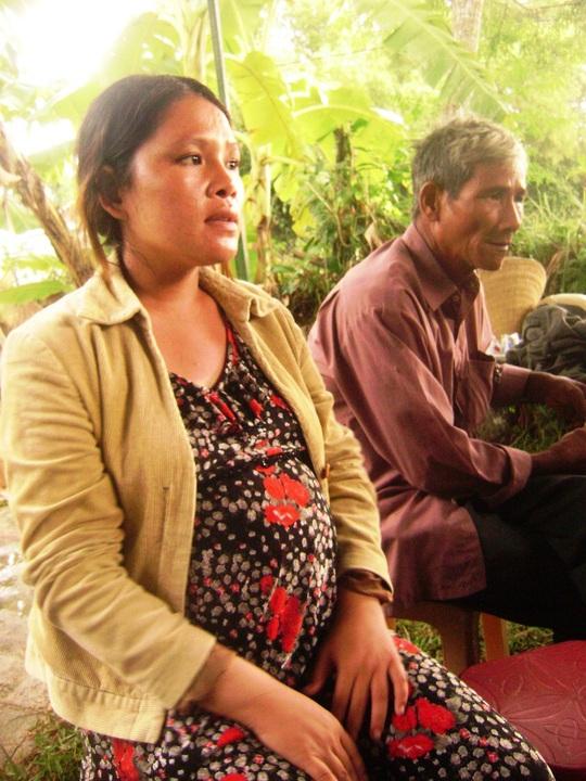 Nỗi đau của chị Trần Thị Tâm (vợ) và ông Ngô Văn Cộ (cha) trước cái chết đột ngột của Ngô Thanh Kiều.