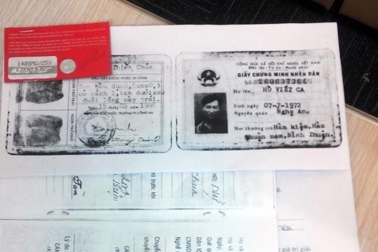 Chiếc thẻ trúng thưởng 100 triệu đồng hợp lệ với một tem tròn và một tem dài mà khách hàng Hồ Viết Ca đã nộp cho công ty nhận thưởng mới đây