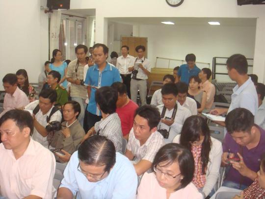 Các phóng viên báo đài tại buổi họp báo chiều 23-5, để nghe cơ quan chức năng thông tin vụ tự thiêu phản đối Trung Quốc đặt giàn khoan trái phép trên biển Việt Nam.