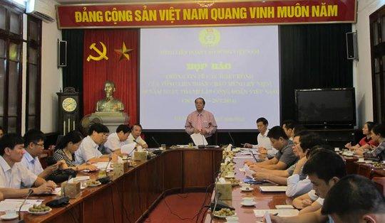 Quang cảnh buổi họp báo do Tổng LĐLĐ Việt Nam tổ chức chiều 21-7
