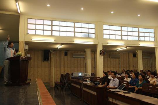 CNVC-LĐ quận 1, TP HCM đang nghe phổ biến, tuyên truyền Hiến pháp sửa đổi