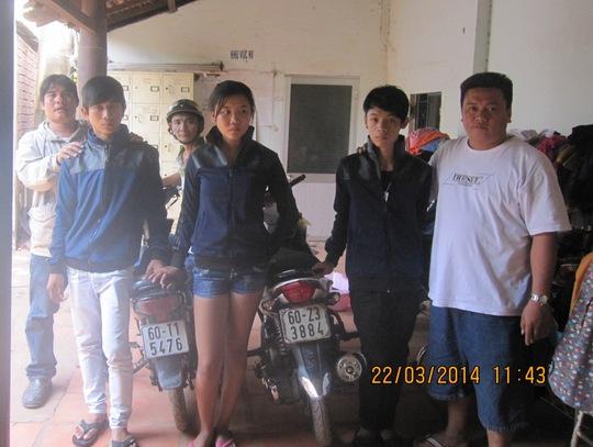 """Băng cướp giật gây ra hàng chục vụ bị """"hiệp sĩ"""" Nguyễn Thanh Hải cùng đồng đội tổ chức bắt giữ vào trưa 22-3."""