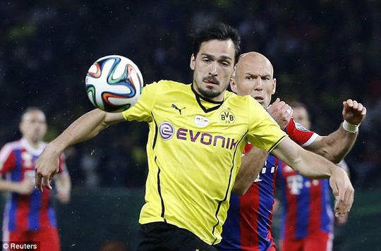 Tiền đạo Hummels của Dortmund