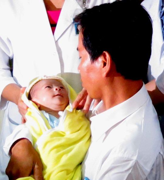 Nguyễn Quốc Huy là cái tên được mẹ Ngọc đặt cho cháu bé trước khi qua đời
