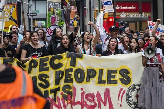 Hơn 310.000 người đến thành phố New York tham gia tuần hành hôm 21-9. Ảnh: Bloomberg