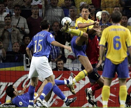 Ibrahomivic ghi bàn thắng đẹp vào lưới tuyển Ý