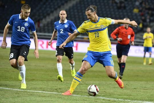Ibrahimovic ghi cả 2 bàn thắng trong chiến thắng 2-0 của Thụy Điển trước Estonia