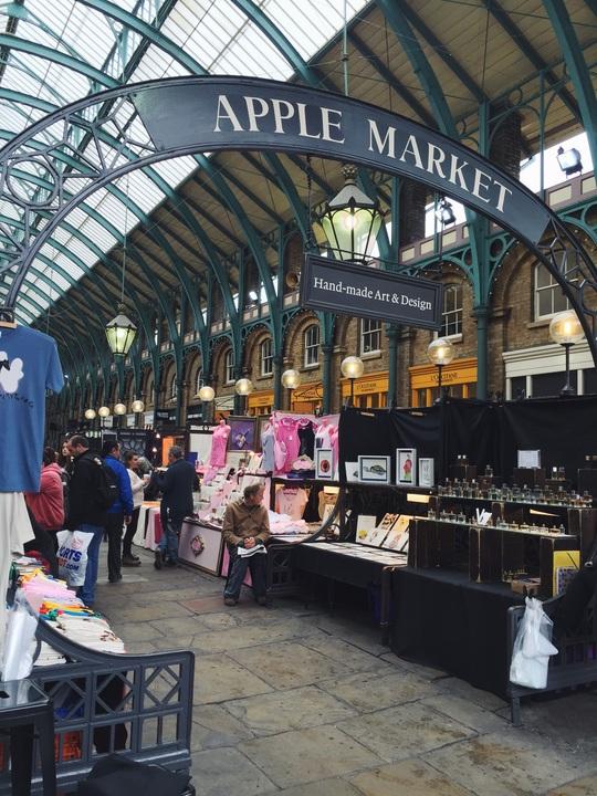 Một phiên chợ trời tại London, Anh mà Thu Hằng rất yêu thích