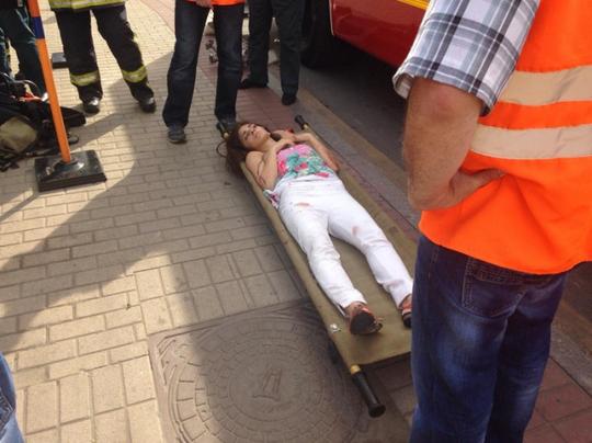 Các hành khách bị thương được chuyển tới bệnh viện. Ảnh: Twitter