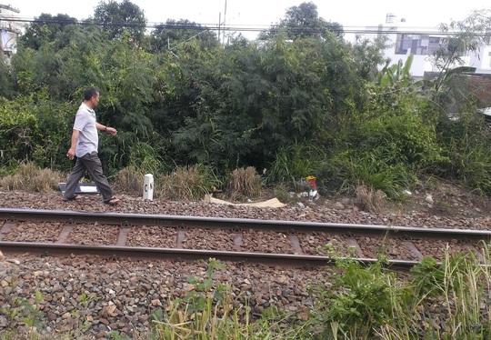 Phát hiện xác người đàn ông nằm sát đường tàu lửa