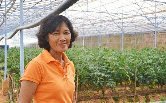 Bà Cúc trong trang trại