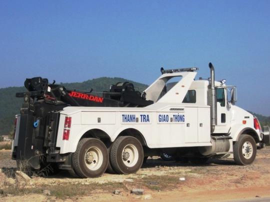 Xe đặc chủng được Cục quản lý đường bộ 2 điều ra Thanh Hóa để xử lý xe quá tải, cơi nới thành thùng