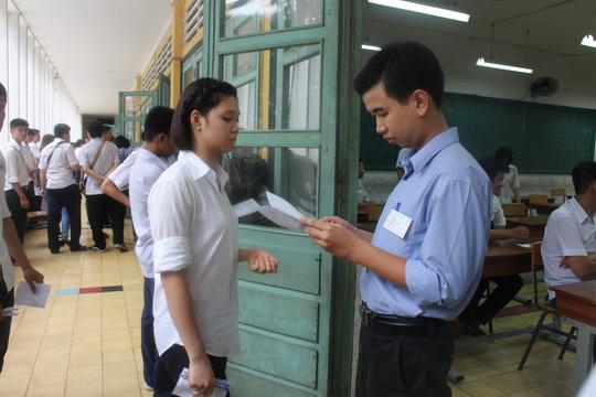 Thí sinh dự thi tốt nghiệp THPT môn vật lý chiều 2-6 tại TP HCM. Ảnh: Đ. Trinh