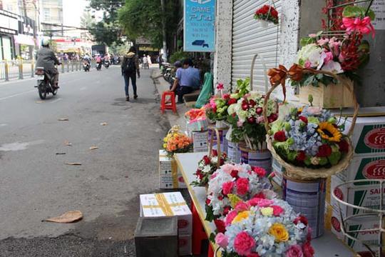 Một cửa hàng hoa ở quận Gò Vấp còn rất ít hoa dù chưa hết buổi sáng.