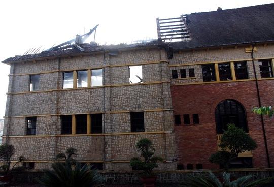 Vụ cháy đã thiêu rụi 1/3 tòa nhà