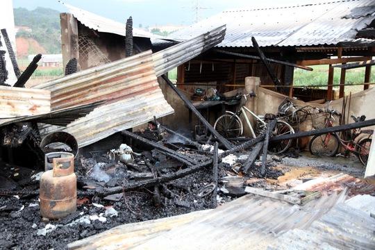 Toàn bộ vật dụng trong nhà bị cháy hết