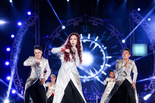 Mỹ Tâm trong live show Heart beat