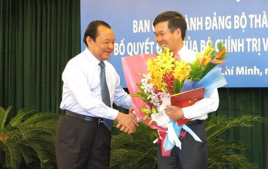 Ông Lê Thanh Hải, Ủy viên Bộ Chính trị, Bí thư Thành ủy TP HCM chúc mừng ông Võ Văn Thưởng nhận nhiệm vụ mới