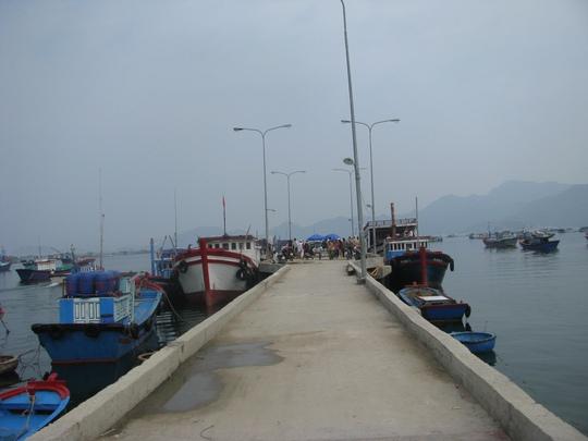 Cầu tàu trên đảo Bình Ba