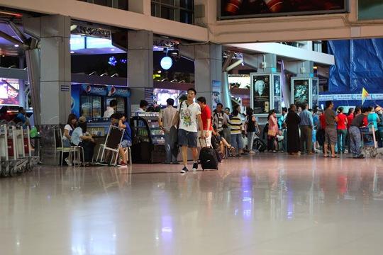 Một góc nhà ga quốc nội sân bay Tân Sơn Nhất đang được sửa chữa.