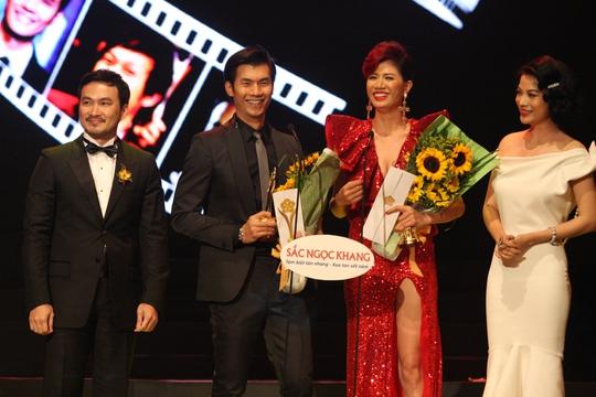 Trang Trần và Nhan Phúc Vinh hạnh phúc với giải thưởng