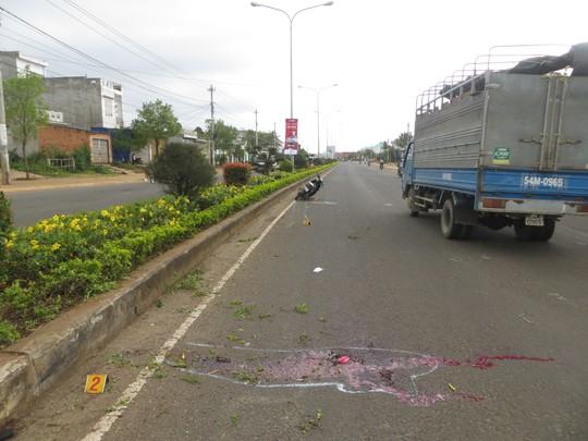 Hiện trường vụ sau khi xảy ra vụ tai nạn làm một thanh niên chết trên đường Lê Duẩn (TP Pleiku, Gia Lai)