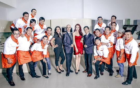 Thúy Hạnh cùng với giám khảo và thí sinh của chương trình Đầu bếp đỉnh