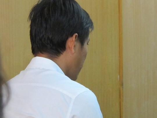 Bị cáo Duy tại ngoại hầu tòa