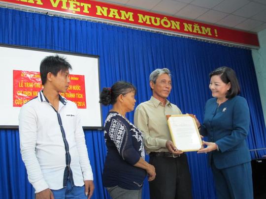 Gia đình ông Hồng nhận thư khen của chủ tịch nước