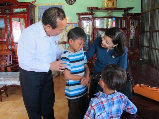 Đại diện UBND TP HCM thăm gia đình chị Thủy