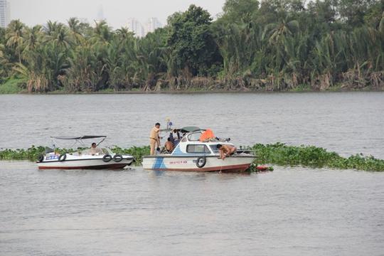 Ngành chức năng đang tìm kiếm trên sông Sài Gòn