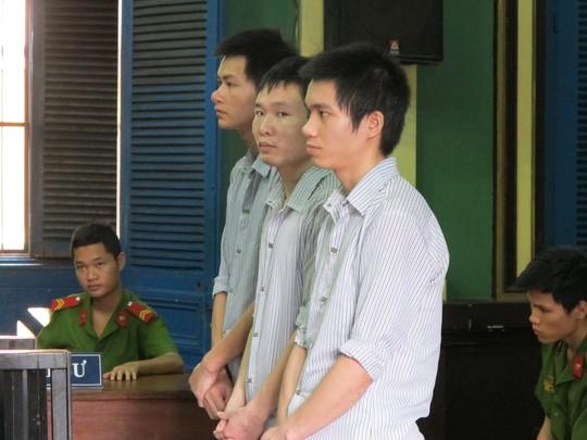 Nhóm thanh niên làm giả vé số trúng thưởng đi lãnh giải