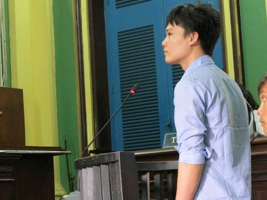 Nguyễn Văn Út, kẻ đâm trọng thương 3 thanh niên kéo nhau tới xem đánh nhau, tại tòa