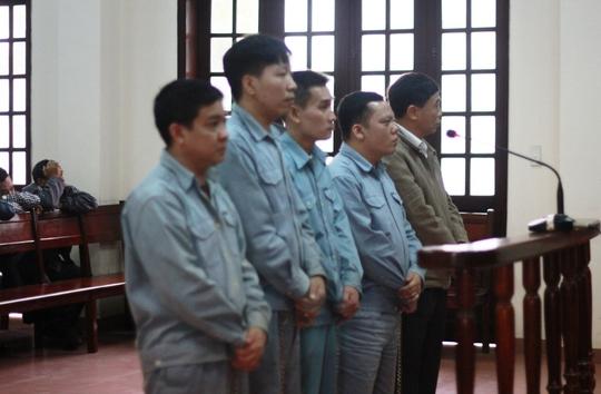 5 bị cáo đứng trước vành móng ngữa