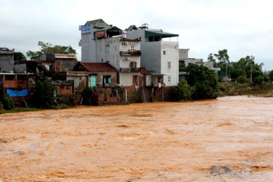 Những khu dân cư bị cô lập trong nước