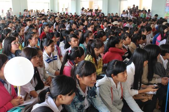 1.000 thí sinh lấp kín chỗ trong hội trường