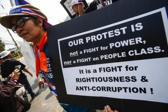 An anti-government protester holds a placard during a rally in Bangkok January 27, 2014. REUTERS-Athit Perawongmetha