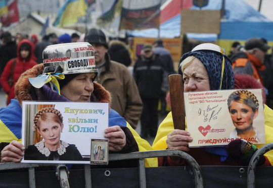 People hold portraits of jailed opposition leader Yulia Tymoshenko as they attend an anti-government rally in Kiev February 9, 2014. EUTERS-Gleb Garanich