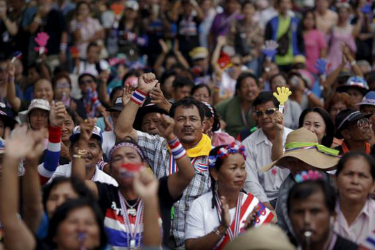 Anti-government protesters react as they listen to a leaders speech at an intersection protesters are occupying in downtown Bangkok February 8, 2014. REUTERS/Damir Sagolj