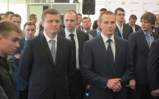 Olexandr Yanukovych (phải) được cho là kiểm soát  gần một nửa ngành sản xuất than đá của Ukraine. Ảnh: KYIV POST