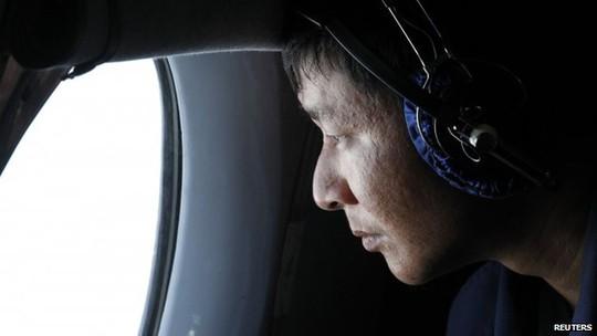 Có khoảng 40 tàu và 34 máy bay từ 9 quốc gia tham gia tìm kiếm máy bay mất tích. Ảnh: REUTERS