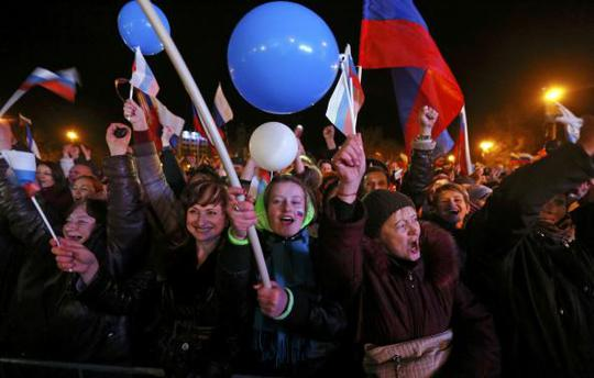 People celebrate as they wait for the announcement of preliminary results of todays referendum in Sevastopol March 16, 2014. REUTERS-Baz Ratner
