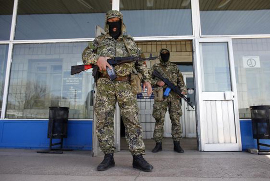 Pro-Russia armed men stand guard in front of the seized city council building in Kostyantynivka April 28, 2014. REUTERS/Marko Djurica