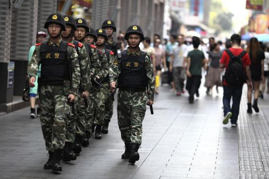 Paramilitary policemen patrol along a street in Shenzhen, Guangdong province, May 27, 2014. REUTERS-Stringer
