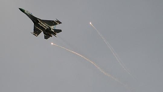 Máy bay chiến đấu trên vùng trời Lugansk hôm 2-6. Ảnh: RIA NOVOSTI